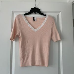 H$M Divided pink v-neck light sweater